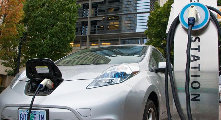 Starkes Marktwachstum für Elektroautos im I. Halbjahr 2020: Unterwegs laden wird immer wichtiger