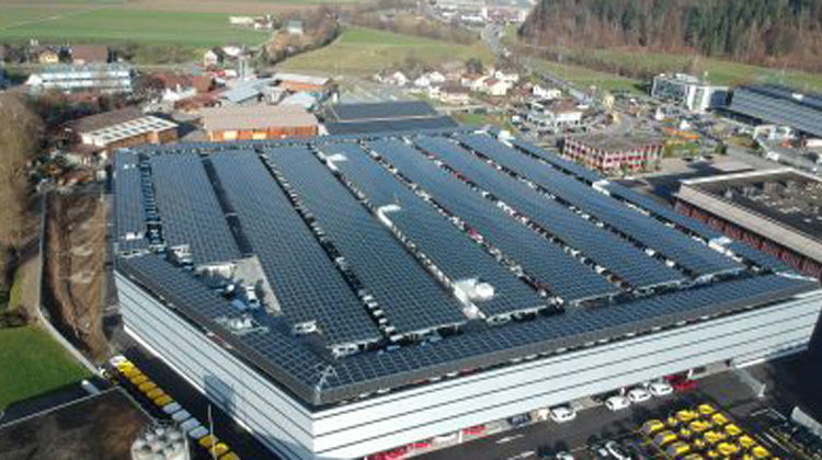 Axpo_axpo.com | Leistungsstarke Solarfarm für das Car House Altishofen