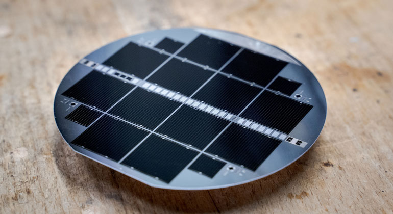 New Record Efficiency for Tandem Solar Cell Technology