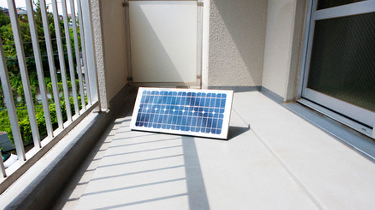 Clipdealer.com | paylessimages | Balkon Solarmodul
