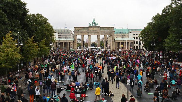 Fridays for Future | Erster globaler Klimastreik seit Corona: In Berlin gingen trotz Regen und Pandemie Tausende auf die Straße.