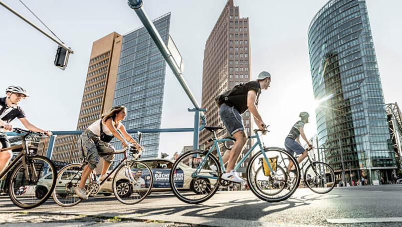 Greenpeace.de | Paul Langrock | Fahrradfahrer am Potsdamer Platz in Berlin.