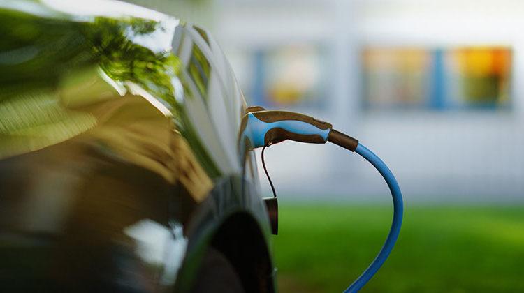 tam.edu | Dr. Hong Liang Electric Car Charging | In naher Zukunft könnte ein neuer Superkondensator auf pflanzlicher Basis Elektroautos in wenigen Minuten aufladen.