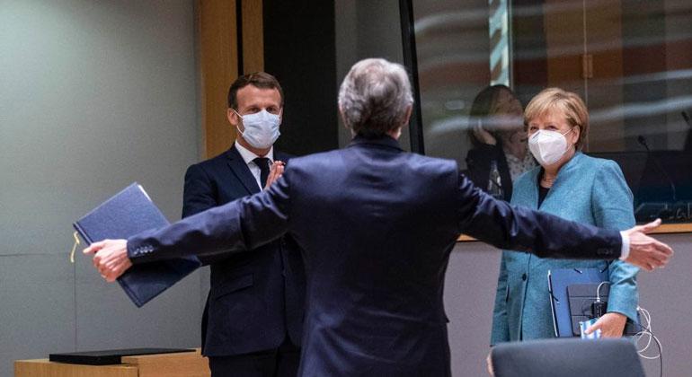 EU | Frankreichs Präsident Macron, EU-Parlamentschef Sassoli und Kanzlerin Merkel (von links) beim EU-Gipfel am Donnerstag: Bald muss sich die EU auf ein neues Klimaziel verständigen.