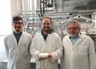 MLU | Florian Himmelstein, Felix Marske and Prof. Dr. Thomas Hahn und ihr Produkt