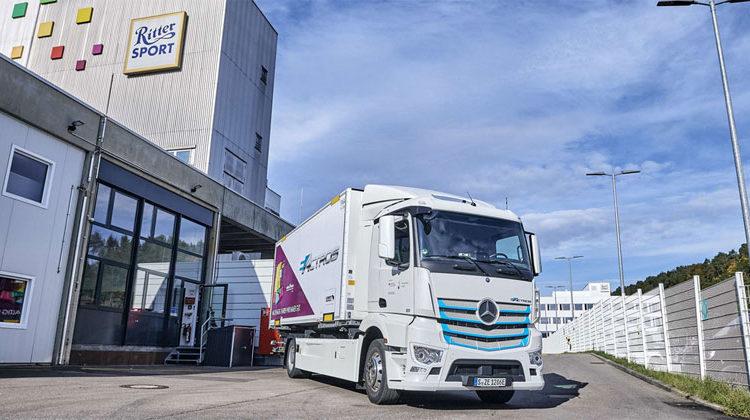 Daimler AG | Mercedes-Benz_Mercedes-Benz | eActros bei Ritter Sport im Einsatz.