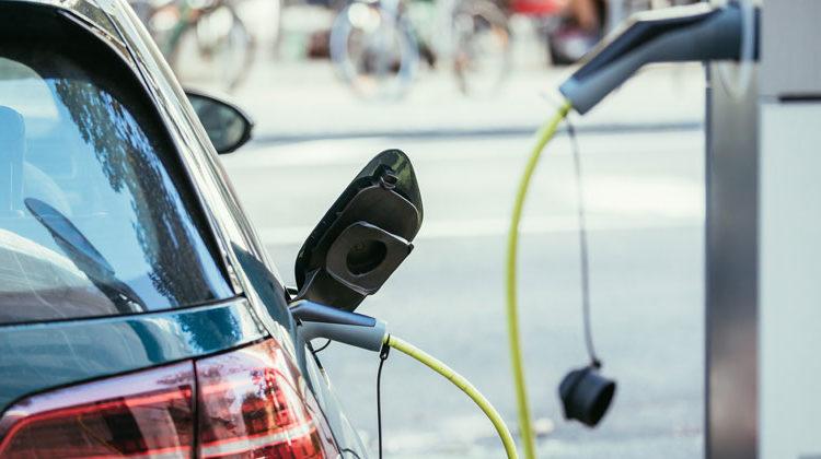 VerbraucherzentraleNRW | E-Auto unterwegs laden