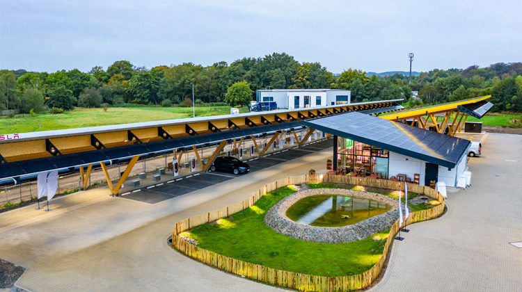 "TESVOLT | Europas größter Ladepark für Elektrofahrzeuge ""Seed & Greet"""
