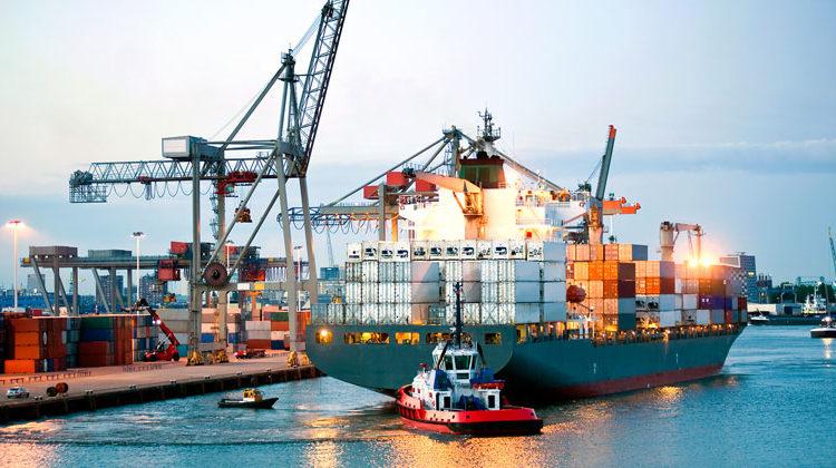 Depositphotos.com | Corepics | ContainerSchiff