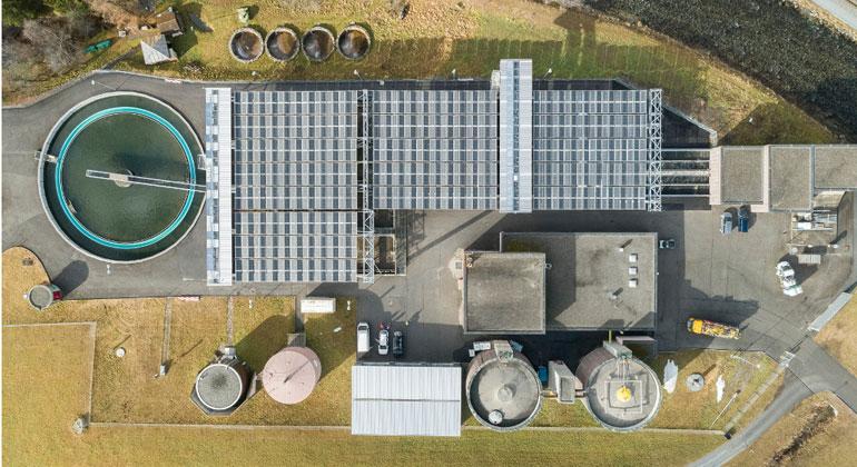 Solares Faltdach für Kläranlage in Davos
