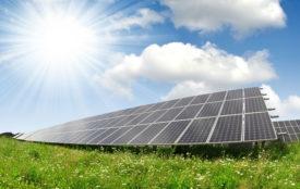 Depositphotos.com | vencav | Solaranlage Wiese