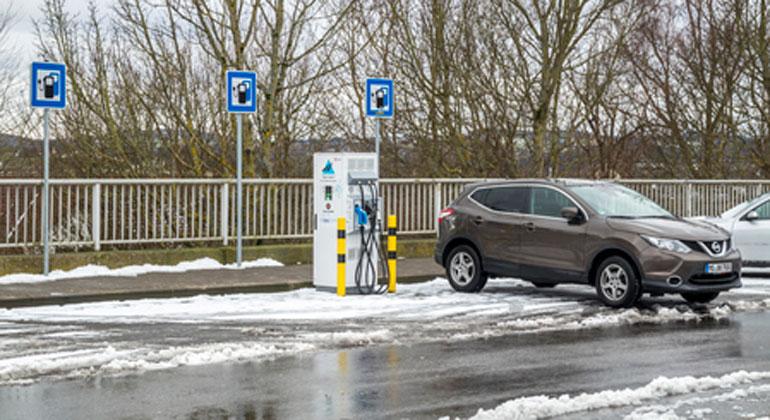 Wachstum um 33 Prozent: E-Autofahrer können unter 383 mobilen Ladestromtarifen wählen    