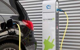 ElectroDrive-E | Die Bundesregierung hat bereits 300.000 Anträge für die Förderung von Ladesäulen auf Privatgrundstücken registriert.