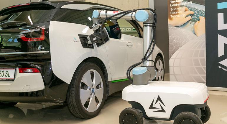 Der mobile Roboter, der das E-Auto lädt