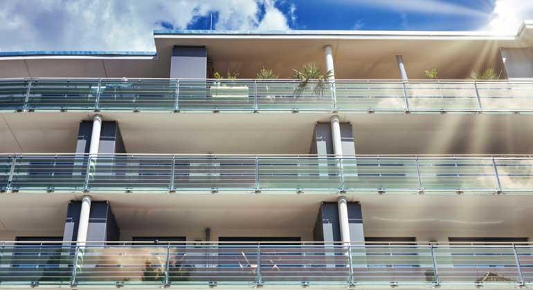 Armor entwickelt Technologie für Integration organischer Photovoltaik in Glas und Fassaden
