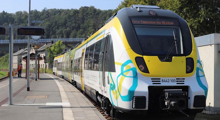 Premierenfahrt des Batterietriebzuges von Alstom