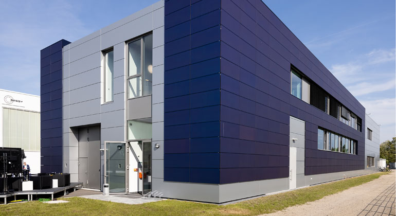 Helmholtz Zentrum Berlin nutzt Photovoltaik-Fassaden als Real-Labor