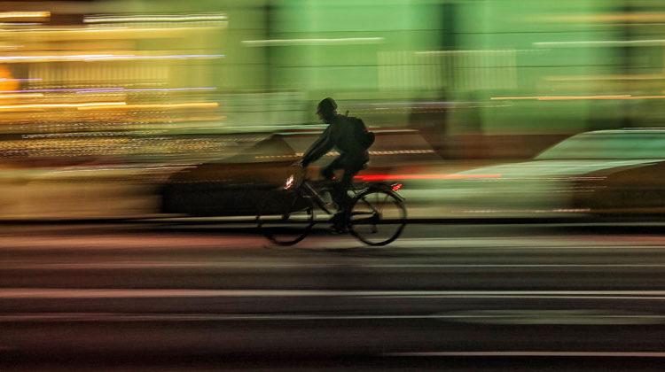 unsplash.com | Luca Campioni | Verkehr Radfahrer